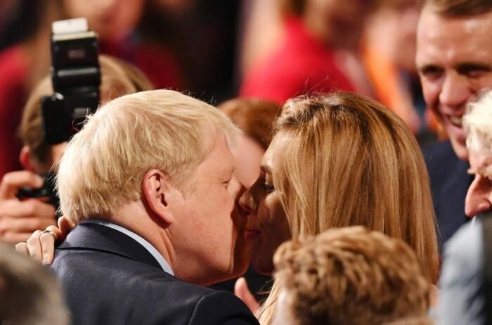 Борис Джонсон и Кэрри Саймондс. / Фото: Danny Lawson / PA Wire / PA Images / ТАСС
