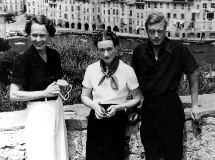 Уоллис вместе с Эдуардом и миссис Роджерс, 1936 год/ Фото: www.marieclaire.ru