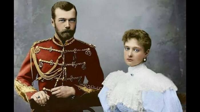 Николай II любил свою Аликс, а русское общество нет. / Фото:vip-potolok.ru