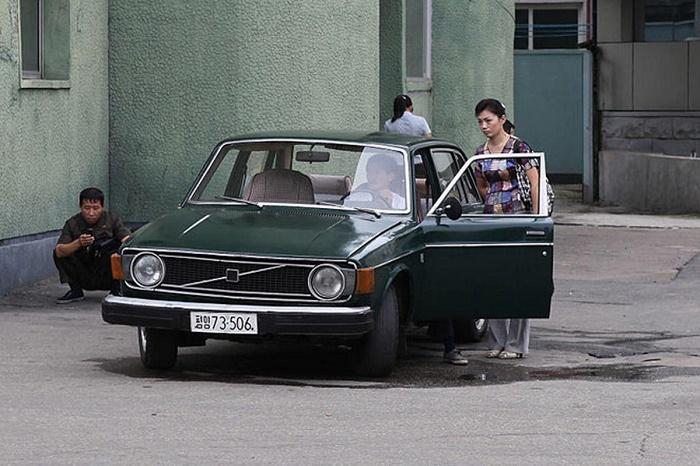Седаны Volvo 144 до сих пор работают в Пхеньяне в качестве такси / Источник: vzglyad.az