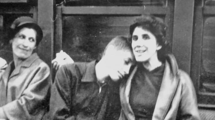 В жизни Фишера было много женщин, но только двух он и правда любил: мать Регину и сестру Джоан / Фото: chess.com