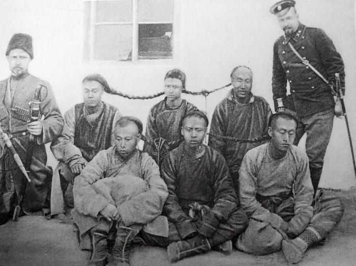 Задержанные властями Дальневосточной республики опиумные плантаторы  / Фото: anahitaphotoarchive.com