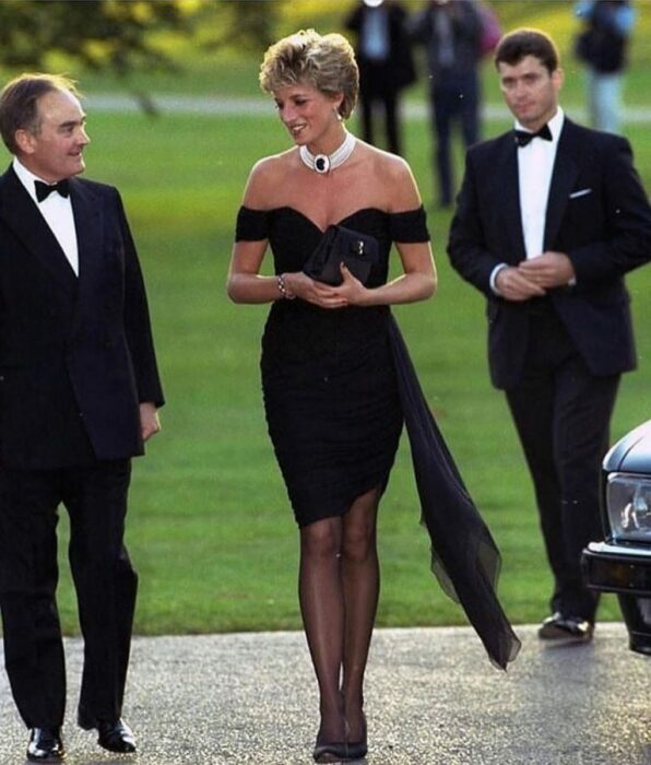 Принцесса Диана к легендарном «платье мести» от Кристины Стамболиан / Фото: blog.luxxy.com