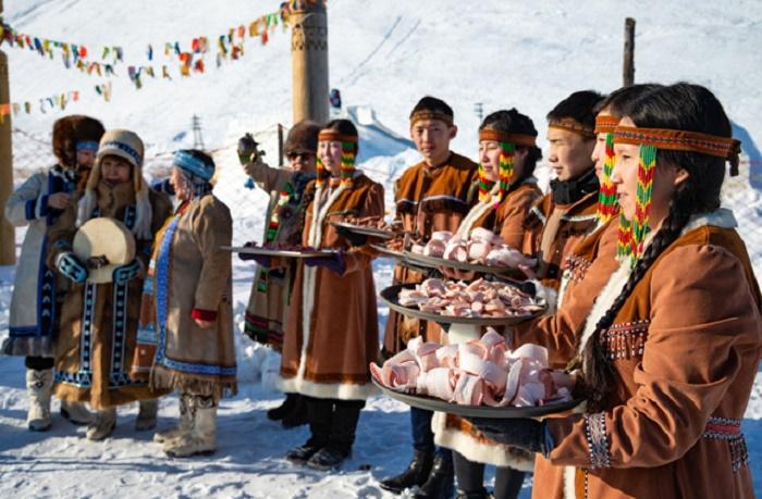 Для северян строганина является вполне обыденным блюдом / Фото: dw.com