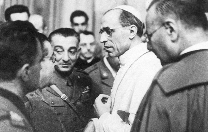 Отношения Ватикана и нацистской Германии нельзя было назвать дружественными / Фото: scribd.com