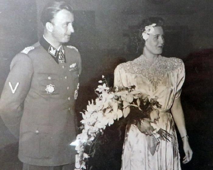 Свадьба Германа Фегелейна и Гретль Браун. 1944 год. / Фото: history.com