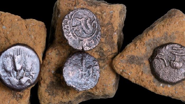 Монеты, найденные на раскопках дороги в Иерусалиме / Источник: ja-tora.com