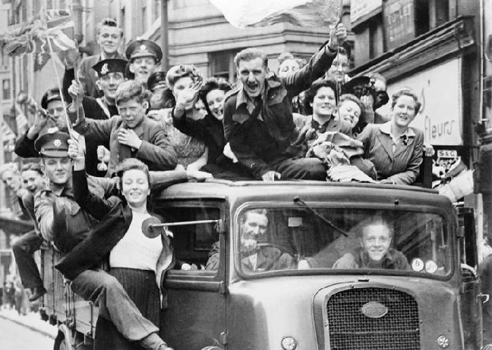 Празднование победы над Германией в Лондоне, 8 мая 1945 года / Фото: dw.com