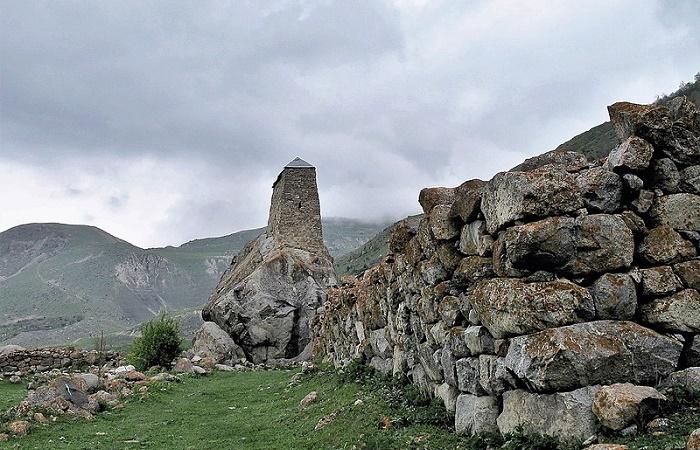 Башня Амирхана / Фото: kavkazskitur.com