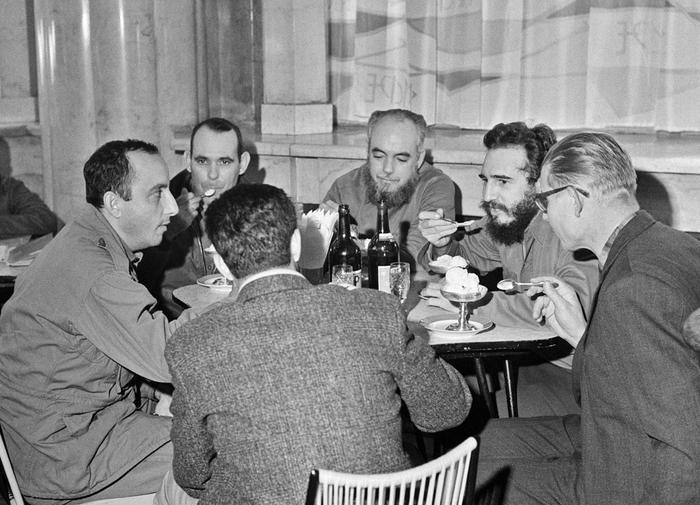 Фидель Кастро на перерыве «на десерт»  / Источник: twitter.com