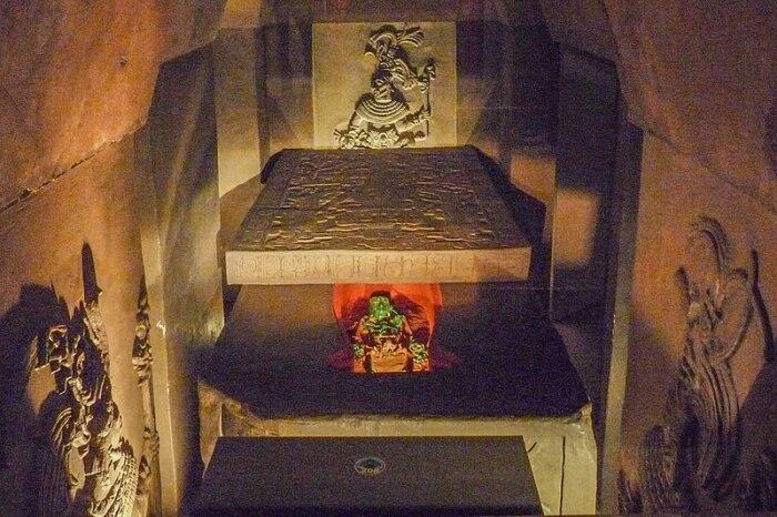 В саркофаге нашли скелет с нефритовыми украшениями. / Фото:our-civilization.com