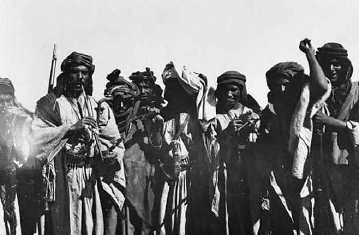 Арабские воины-повстанцы / Источник: rusplt.ru