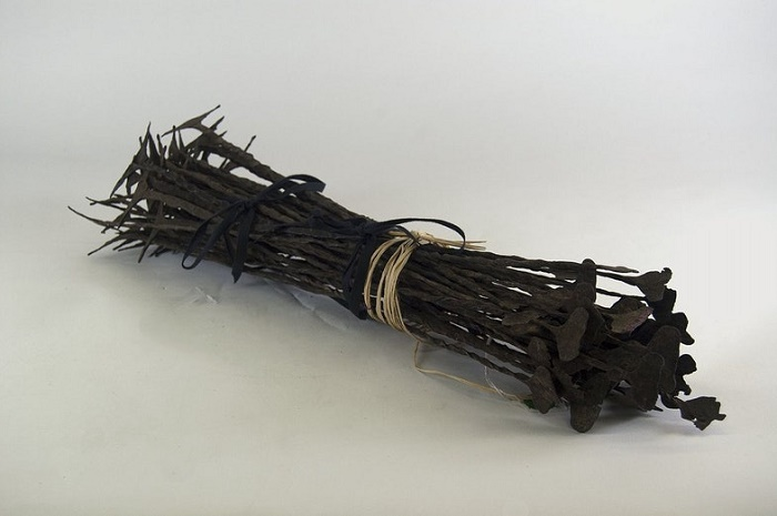 Африканские деньги «Кисси» в виде металлических прутов. Спартанские деньги могли иметь похожий вид / Фото: brooklynmuseum.org