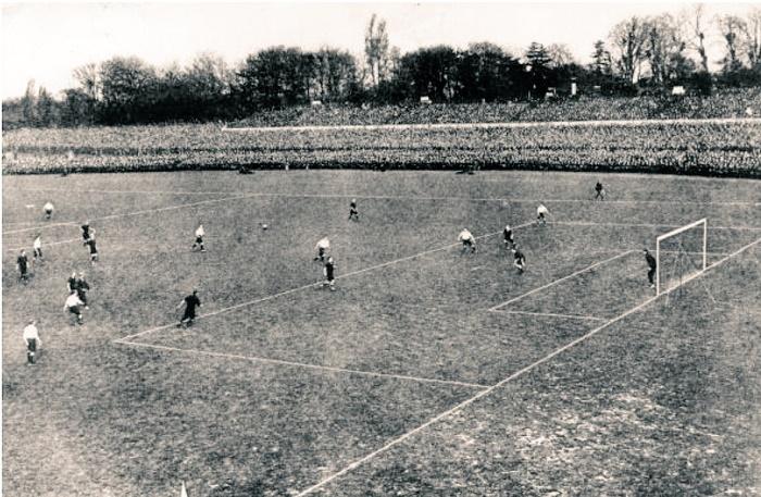 Футбольный матч на стадионе в Манчестере, 1947 год / Фото: fapl.ru
