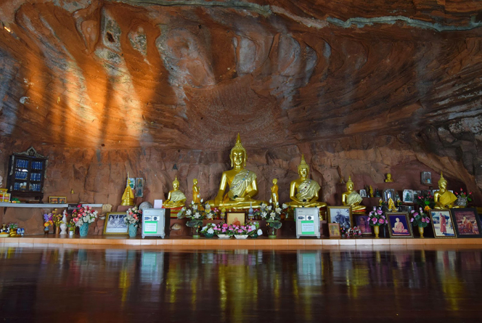 Скромное убранство необычного храма / Фото: http://itony-memory.blogspot.com
