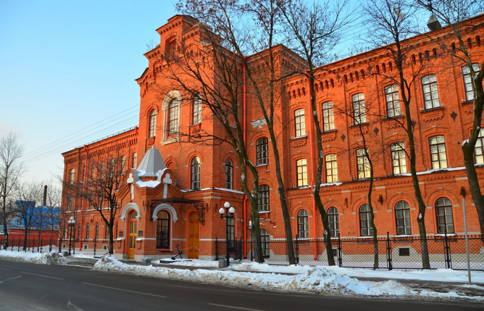 Дом призрения, ставший Морской академией имени адмирала С. О. Макарова. / Фото: radiovera.ru