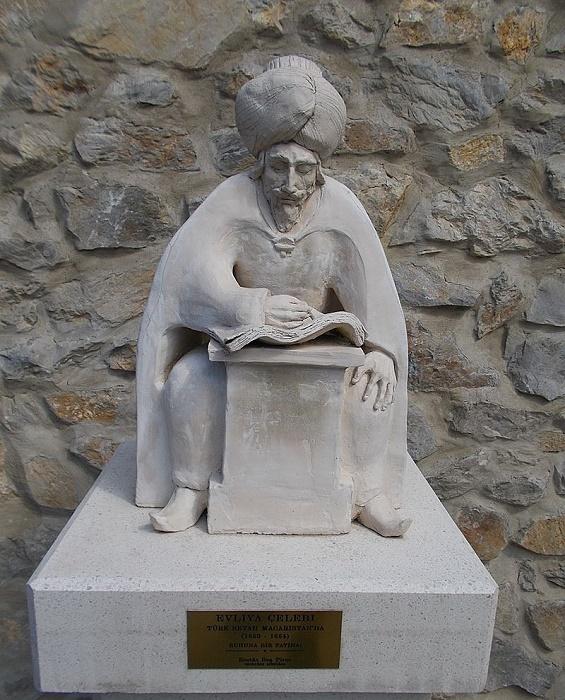 Памятник османскому путешественнику и летописцу Эвлие Челеби. / Фото: wikipedia.org