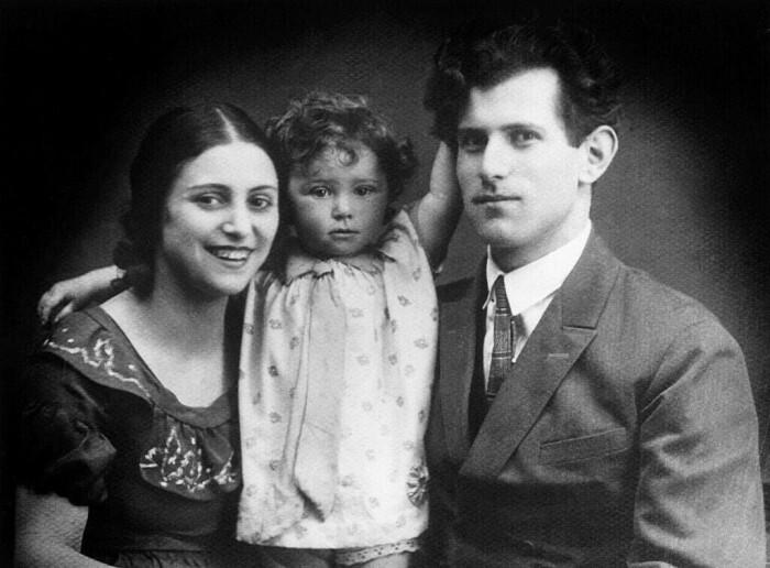 Майя Плисецкая с родителями / Фото: www.trendsmap.com