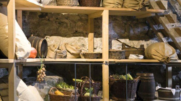 В деревнях были погреба, где хранили продукты. / Фото: litnet.com