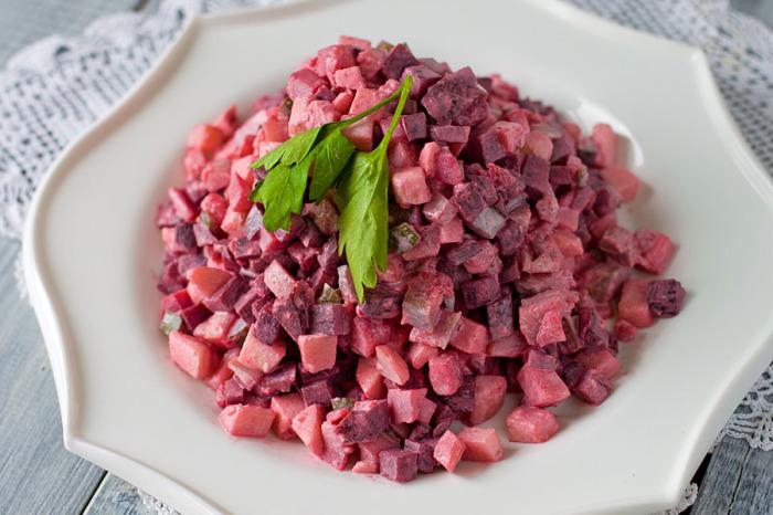 Шведский селёдочный салат (Sillsallad) / Фото: readandeat.ru