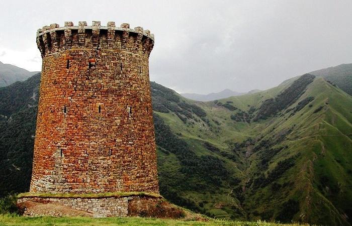 Круглая сторожевая башня Ицари / Фото: kigp.ru