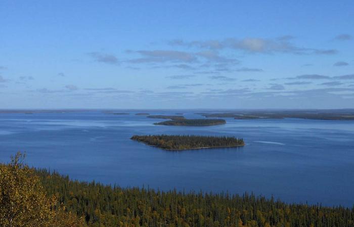 На Ловозере около 140 островов / Фото: dreamstime.com