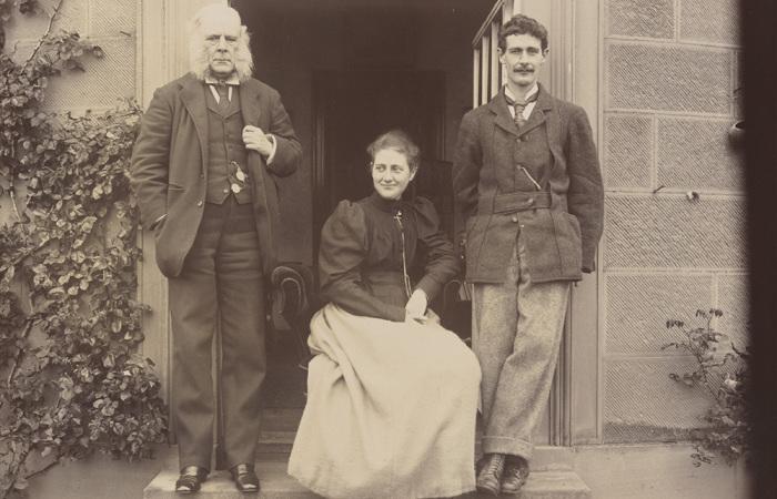 Беатрикс Поттер, ее отец Руперт Поттер и брат Бертрам. / Фото: britishphotohistory.ning.com