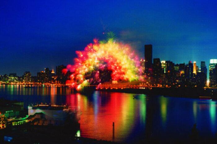 «Трансцедентальная радуга», созданная в память о трагедии 11 сентября, 2002 год / Фото: rusalut.ru