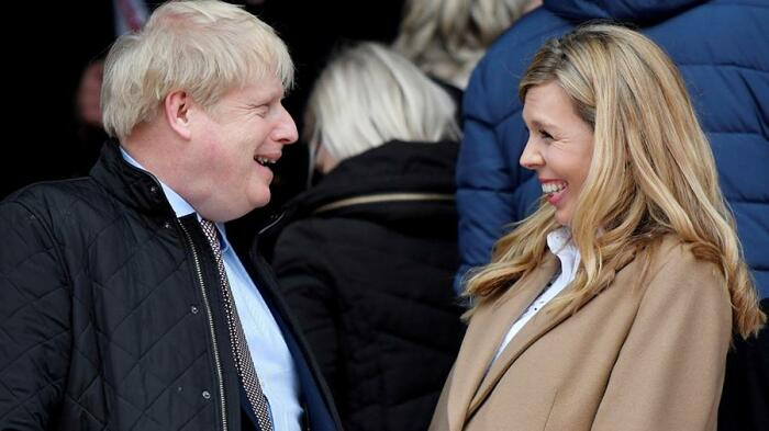 Борис Джонсон и Кэрри Саймондс. / Фото: REUTERS/Toby/Melville