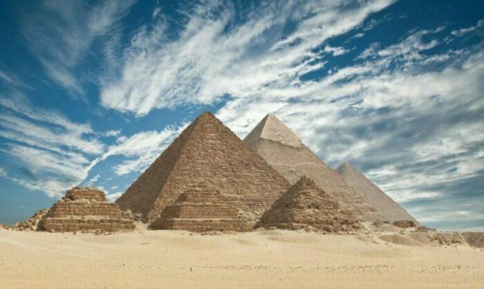 Пирамиды Гизы считаются самыми древними среди других. / Фото:aloha-plus.ru