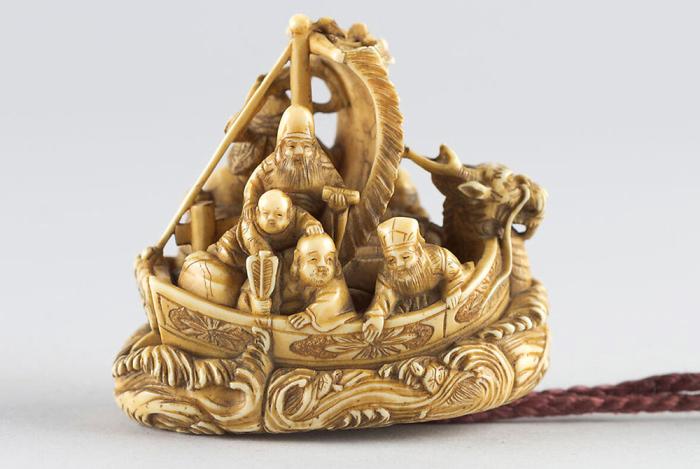 Нэцкэ «Семь богов счастья». / Фото: japanobjects.com