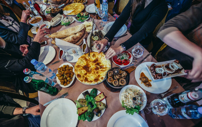 Богатый стол - особенности грузинского застолья /Фото: culture.ru