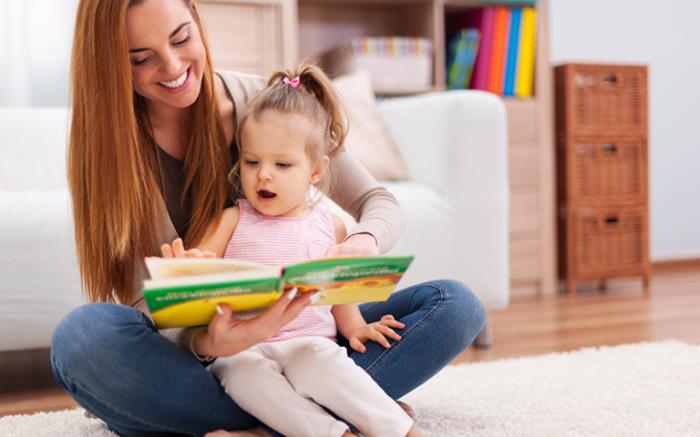 Родители помогают ребенку научиться говорить. / Фото: superlogoped.com