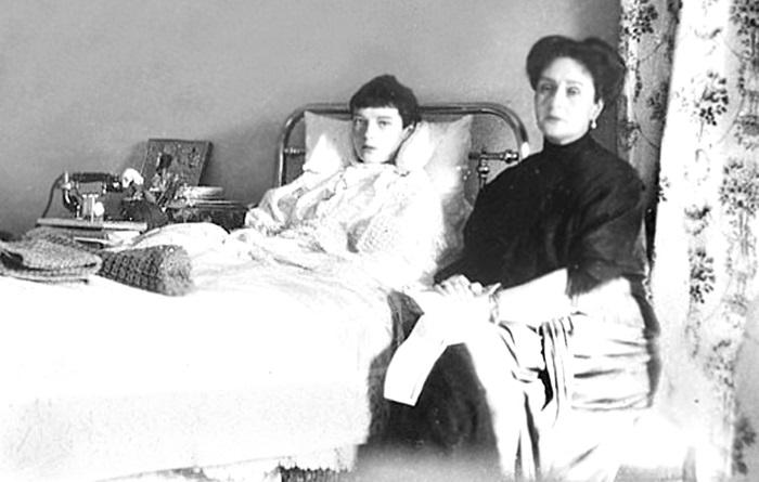Александра Федоровна верила, что Распутин может спасти ее больного сына. / Фото:mikhael-mark.livejournal.com