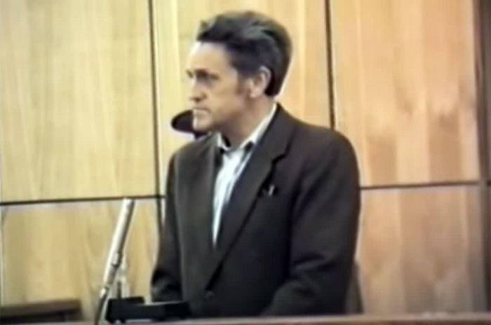 Адольф Толкачев слушает приговор Верховного суда СССР. Кадр документального фильма / Источник: aif.ru