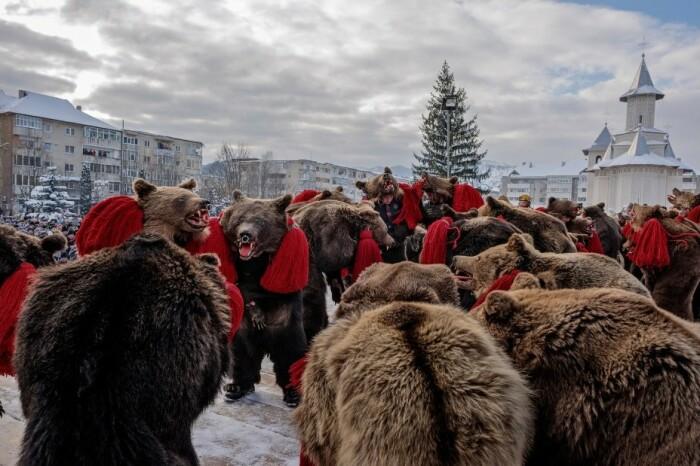 Медвежьи танцы в Румынии и Молдове / Фото: bigpicture.ru