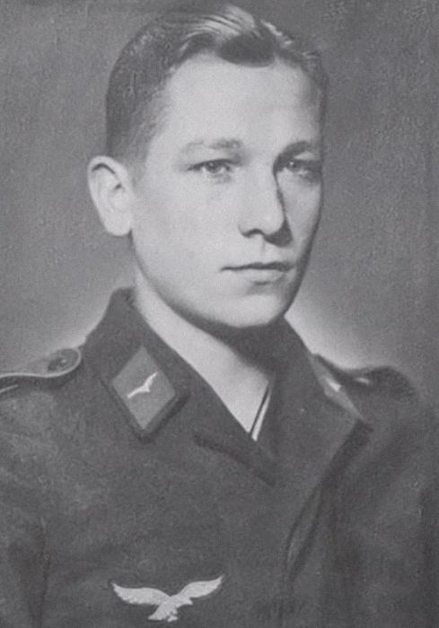 Бернхард Траутманн в возрасте 17 лет. Фото: twitter.com