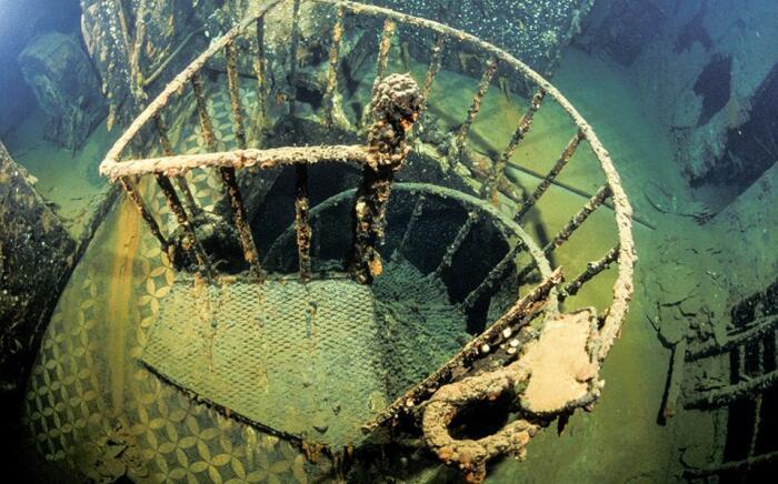 Винтовая лестница после сотни лет под водой / Фото: jets.ru