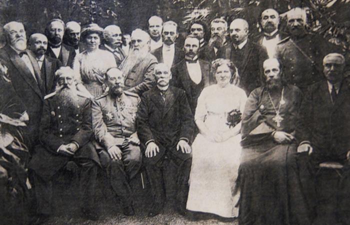 Брусницыны в кругу друзей. / Фото: heatylab.com