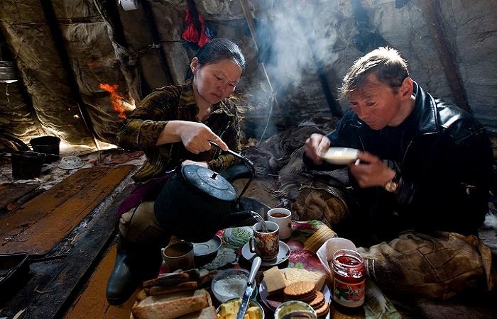 Практически у всех северных народов главным напитком является чай / Фото: dailymail.co.uk