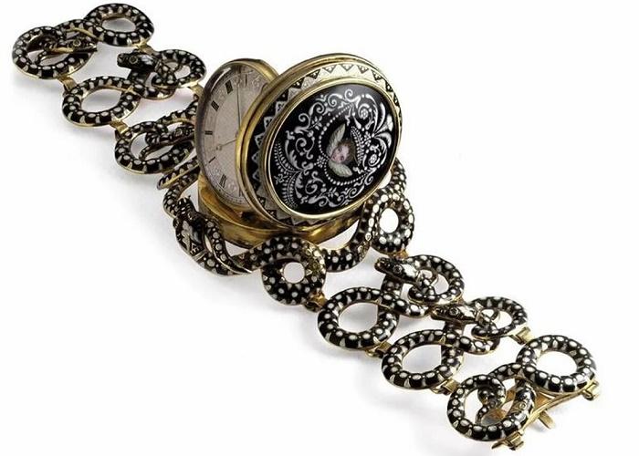 Одни из первых наручных часов, XVII век / Фото: history.com