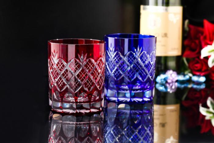 Красное и синее стекло кирико. / Фото: kanjijp.com