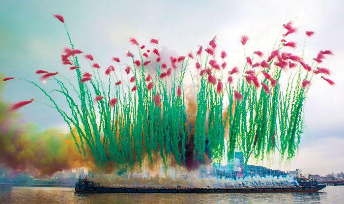 «Элегия» во время выставки «Девятый вал» в Шанхае / Фото: sixthtone.com