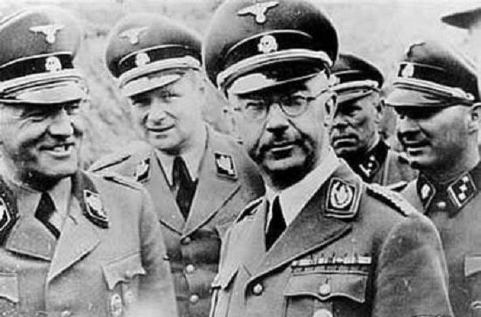 Освальд Поль (крайний слева) и Генрих Гиммлер, 1941 год / Фото: dw.com