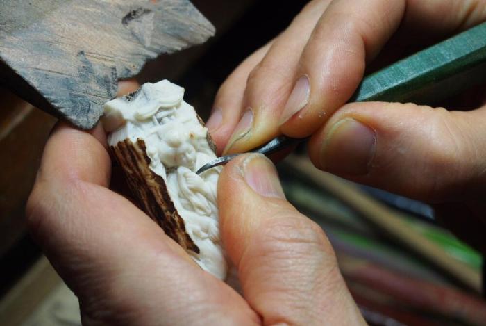 Нэцукэси за работой. / Фото: japanobjects.com