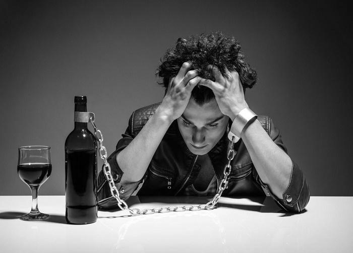 Причиной психических расстройств Хусеби врачи признали его алкогольную зависимость / Источник: iscelenie70.ru