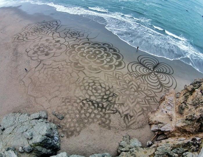 Необычный способ украсить пляжи / Фото: funtema.ru
