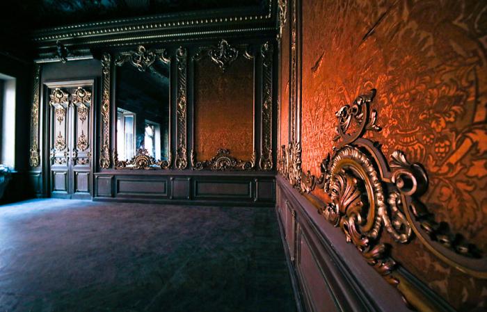 Изящные украшения гостиной. / Фото: saint-petersburg.ru