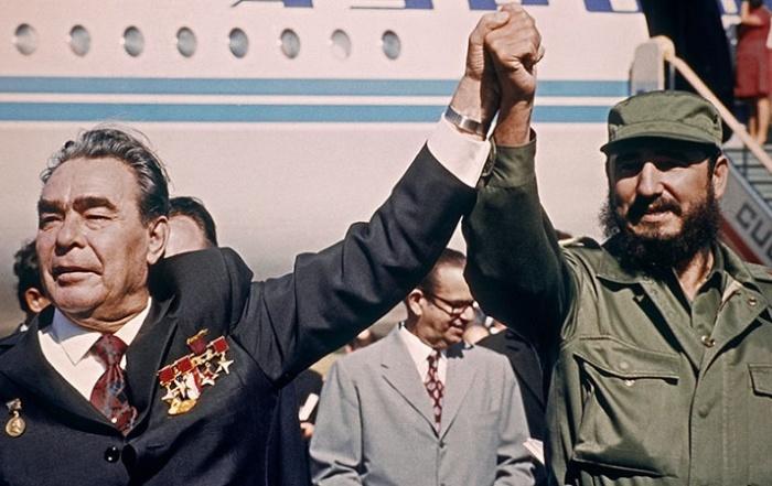 Леонид Брежнев и Фидель Кастро / Источник: humaninside.ru