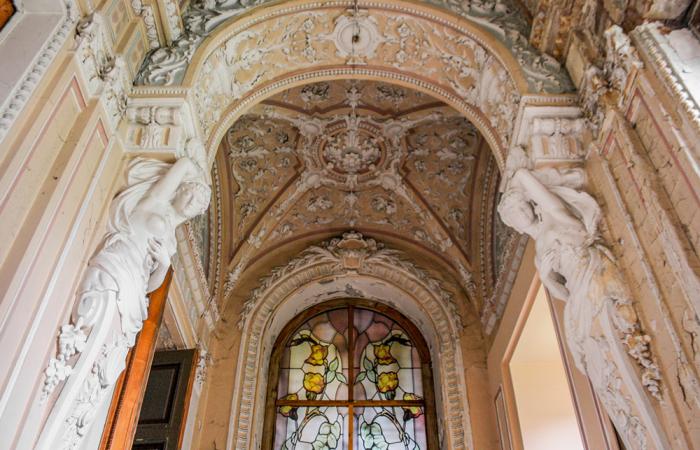 Витраж над парадной лестницей / Фото: открытыйгород.рф